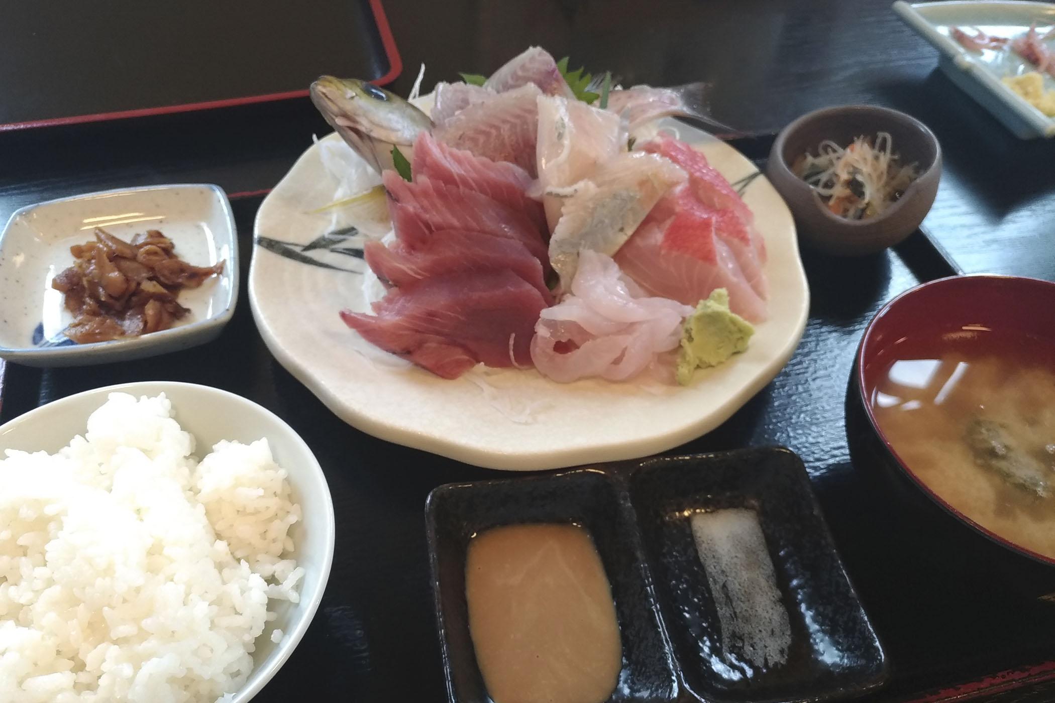 昼ご飯を食べるだけに伊豆旅行
